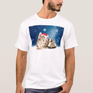 A Cute Cat wearing red Santa hat Christmas Snow T-Shirt