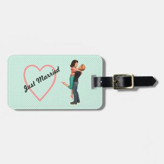 A Cute Romance: Sweethearts Embrace (Personalized) Bag Tag