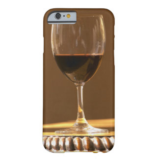 A glass of red Chateau Belgrave in sunlight - Barely There iPhone 6 Case