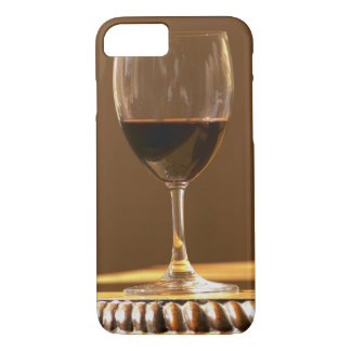 A glass of red Chateau Belgrave in sunlight - iPhone 8/7 Case