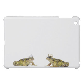 a king and queen frog looking at each other case for the iPad mini