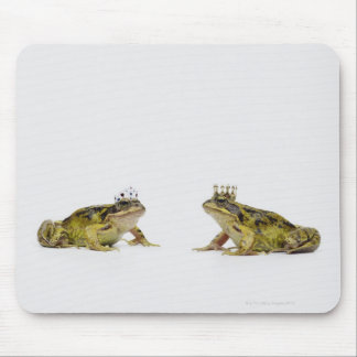 a king and queen frog looking at each other mouse pad