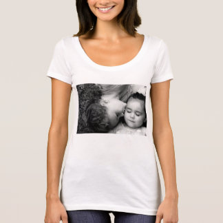 A Kiss For O Women's AmerApp Scoop Neck T-Shirt