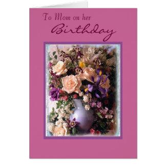 A la mamá en ella, cumpleaños tarjeta pequeña