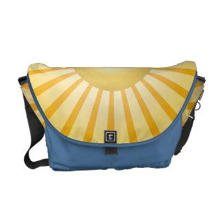 A lo largo de la bolsa de mensajero del azul de la bolsa de mensajeria