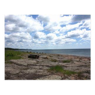 A lo largo de la línea de la playa tarjetas postales