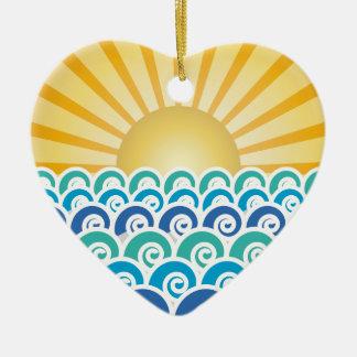 A lo largo del ornamento del azul de las ondas adorno navideño de cerámica en forma de corazón