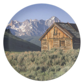 A log cabin and the Sawtooth Mountains in Dinner Plate