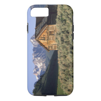 A log cabin and the Sawtooth Mountains in iPhone 8/7 Case