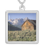 A log cabin and the Sawtooth Mountains in Pendant
