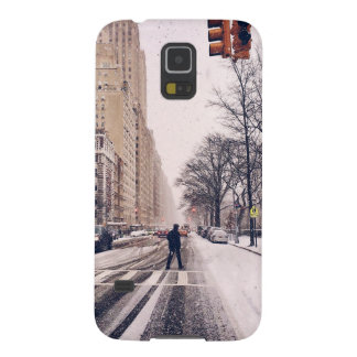 A Man Crossing A Snowy Central Park West Galaxy S5 Cover