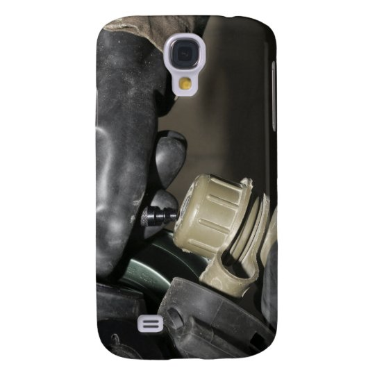 A Marine inserts a drinking tube into his cante Samsung Galaxy S4 Cover