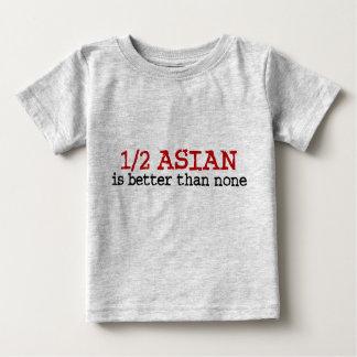 A medias asiático playera de bebé