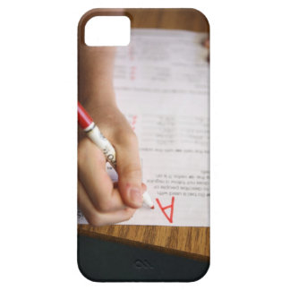 A middle school teacher puts a grade on a iPhone SE/5/5s case