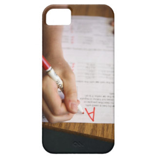 A middle school teacher puts a grade on a iPhone SE/5/5s case