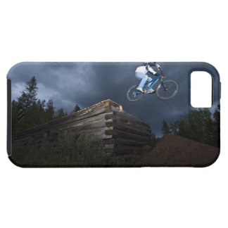 A mountain biker jumps off a log cabin in Idaho. iPhone SE/5/5s Case