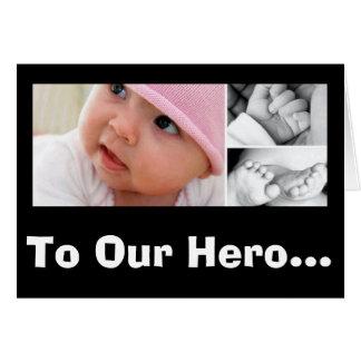 ¡A nuestro héroe! ¡El día de madre de nacimiento! Tarjeta Pequeña