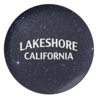 A orillas del lago California Platos Para Fiestas