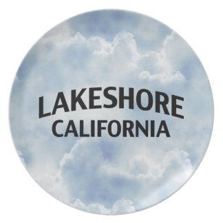 A orillas del lago California Plato De Comida