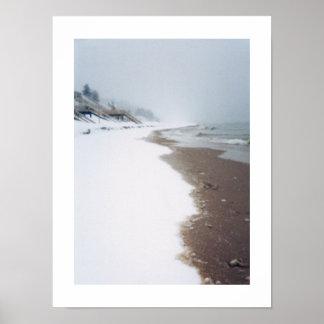 A orillas del lago invierno póster