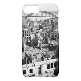 A panoramic view of the city of_War image iPhone 8/7 Case