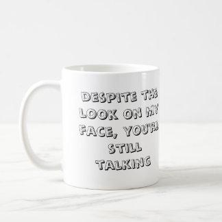 A pesar de la mirada en mi cara. sí…. taza básica blanca