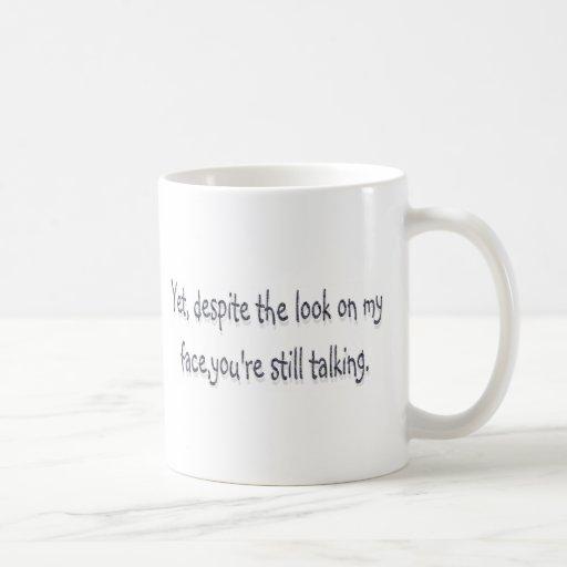 A pesar de la mirada en mi cara, usted todavía est tazas de café