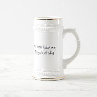 A pesar de la mirada en mi cara usted todavía est taza de café