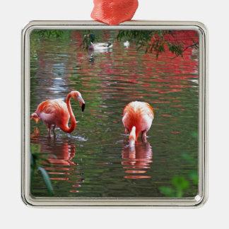 A piece of the paradise flamingo metal ornament
