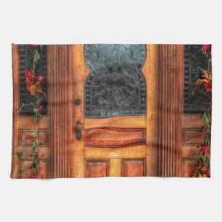A puerta cerrada toalla de cocina