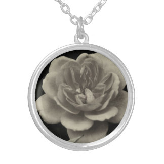 A rose for the dearest one…. round pendant necklace