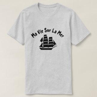 A sailing ship with text Ma vie sur la mer T-Shirt