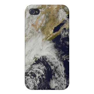 A series of strong storms with fierce winds 2 iPhone 4/4S case