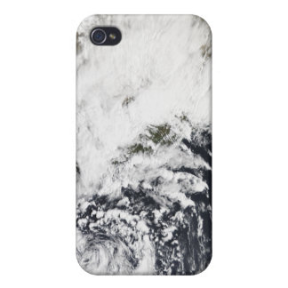 A series of strong storms with fierce winds iPhone 4/4S cover