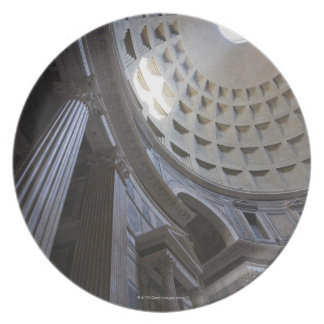 A shaft of light through the oculus in the plate