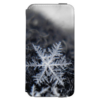 A single snowflake on stands out iPhone 6/6s wallet case