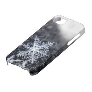 A single snowflake on stands out iPhone SE/5/5s case