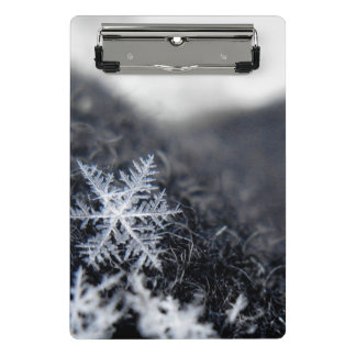 A single snowflake on stands out mini clipboard