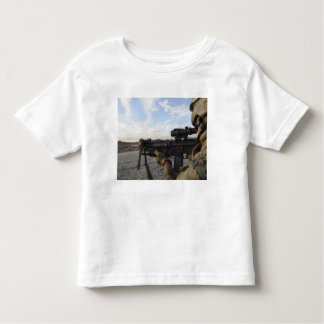A soldier sights in to fire on a target toddler t-shirt