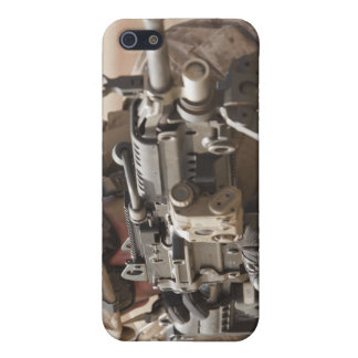 A squad automatic weapon gunner provides securi iPhone SE/5/5s cover