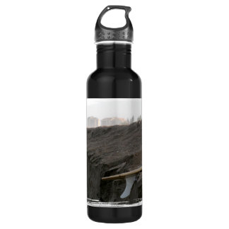 A surfboard sits on the beach in Florida on cliff 24oz Water Bottle