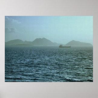 A través de la niebla posters