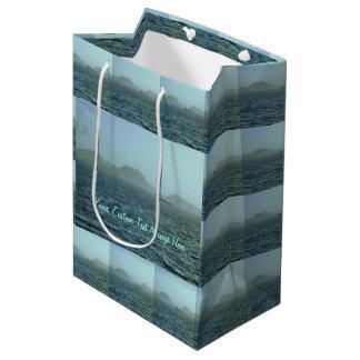 A través de la niebla personalizada bolsa de regalo mediana