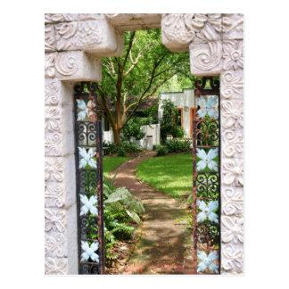 A través de la puerta de jardín postal