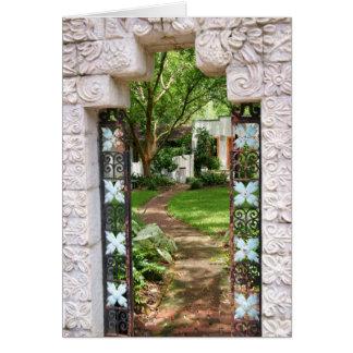 A través de la puerta de jardín tarjeta de felicitación