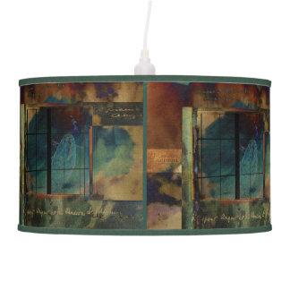 A través de un vidrio oscuro lámpara de techo