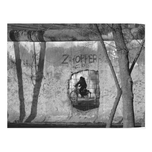 A través del muro de Berlín III Postales