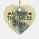 A través del ornamento de las millas adornos de navidad