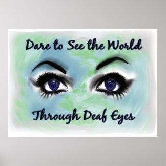 A través del poster sordo de los ojos