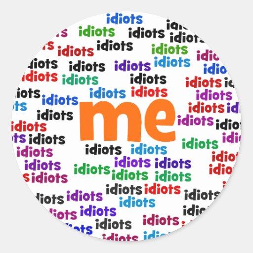 A un grupo de idiotas me rodeo totalmente etiqueta redonda